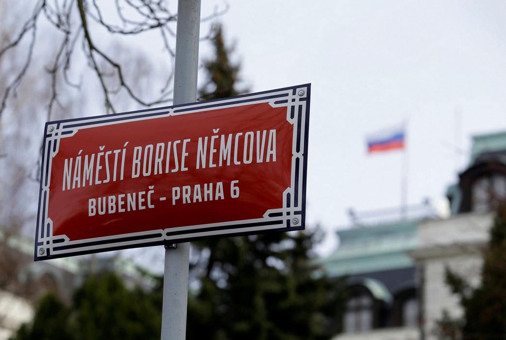 """Солидарность: чешский премьер призвал страны ЕС выслать """"хотя бы по одному"""" российскому дипломату"""