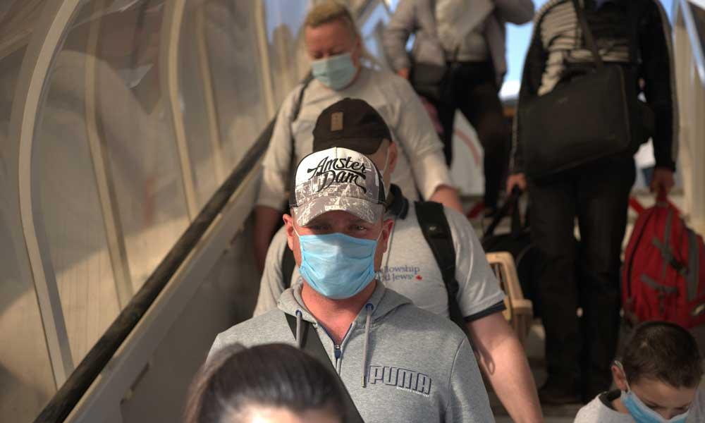 Минздраву не дали устроить селекцию на границе: домой будут пускать всех израильтян