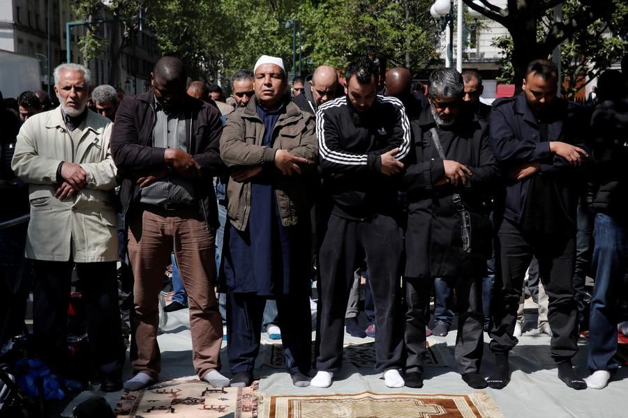 Во Франции началась тотальная проверка мусульман на экстремизм
