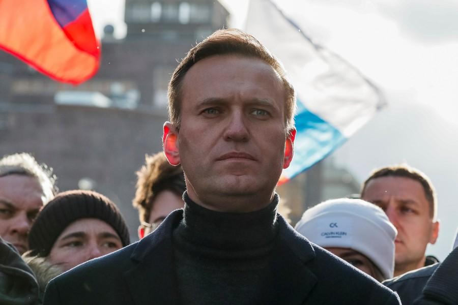 """Имя, которое нельзя писать: сотовые операторы блокируют СМС со словом """"Навальный"""""""