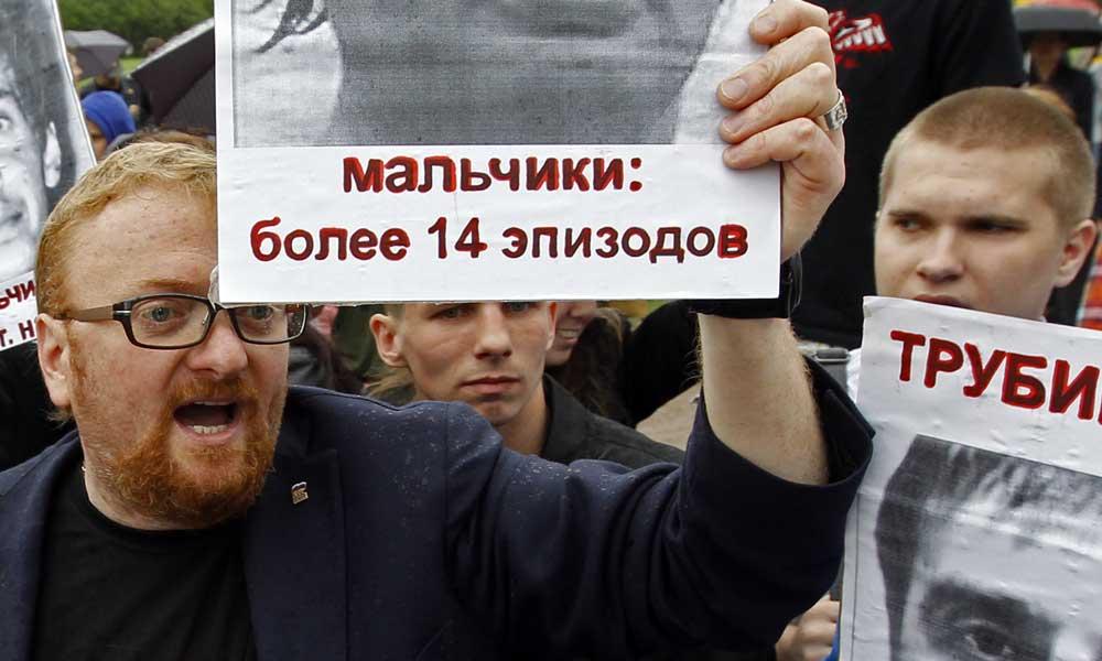 Депутат Госдумы не поверил, что пенсионерке продали в церкви макароны вместо свечей