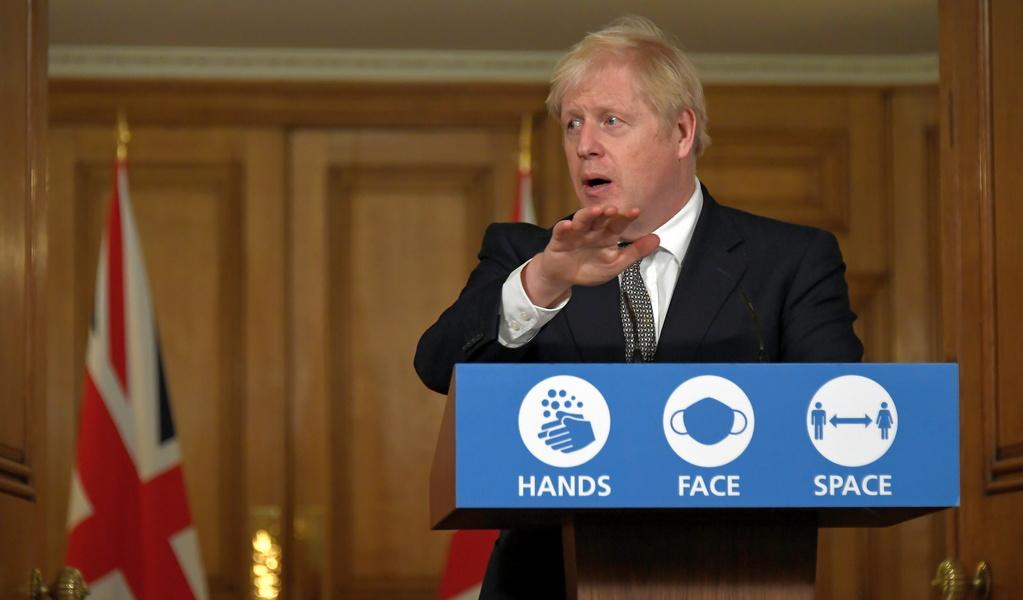"""Джонсон: """"Британский"""" штамм предположительно более смертоносный"""". В ВОЗ назвали другую причину летальности"""