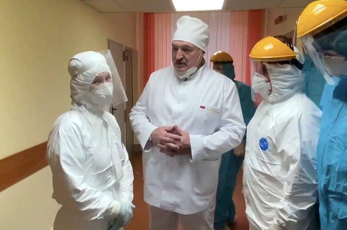 """Лукашенко: мы создали свою """"живую"""" вакцину от """"ковида"""", отличную от тех, которые покупаем"""