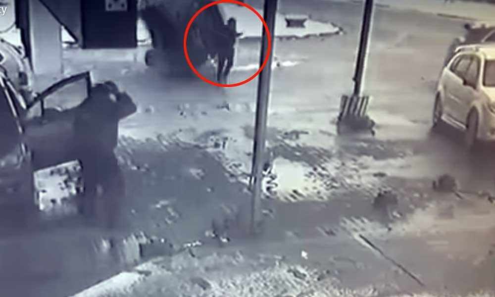 Берегись автомобиля: чудесное спасение пешехода в Бобруйске попало на видео