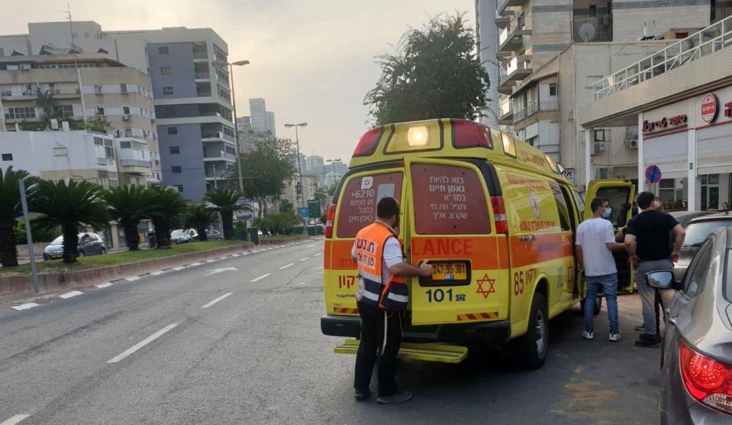"""Водитель из Кирьят-Яма сбил """"электровелосипедиста"""" и уехал, но его все равно нашли"""