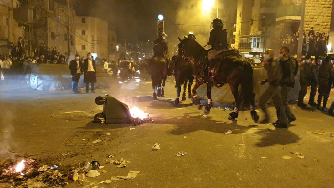 Бои местного значения: в Бней-Браке толпа едва не растерзала полицейских