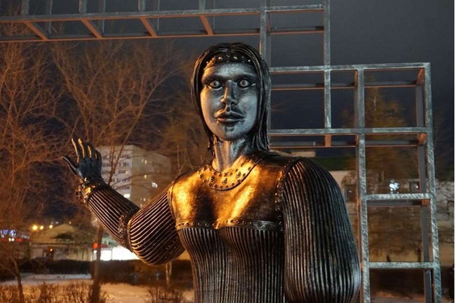 Памятник Аленке из Нововоронежа выставили на торги: начальная цена – миллион рублей