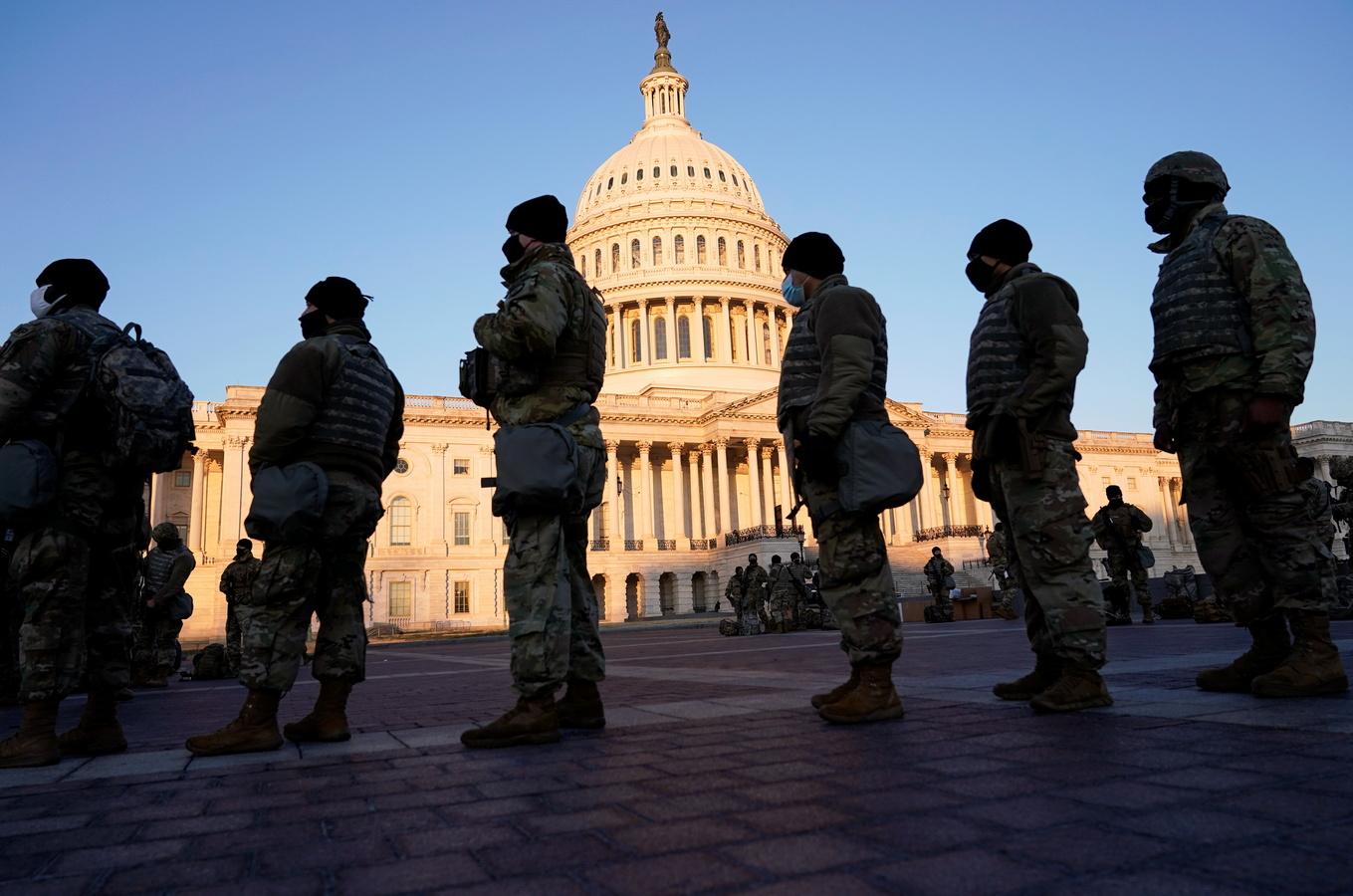 Инаугурация за колючей проволокой: в Вашингтоне введены беспрецедентные меры безопасности