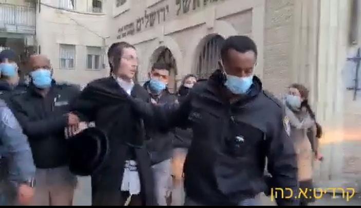 Иерусалимские ультраортодоксы атаковали полицейских камнями и яйцами