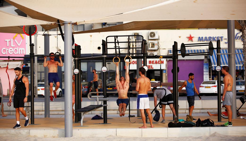 """Полиция закрыла тренажеры на набережной в Тель-Авиве: слишком много """"одиночек"""""""