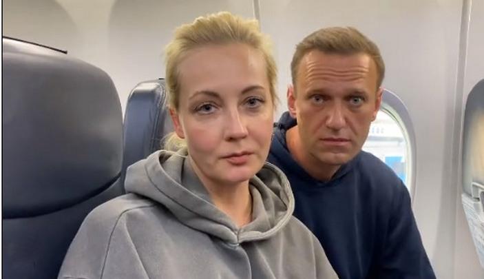 Навальный вылетел в Москву, минуя здание берлинского аэропорта