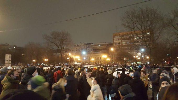 Московский протест не утихает, власти пугают митингующих коронавирусом