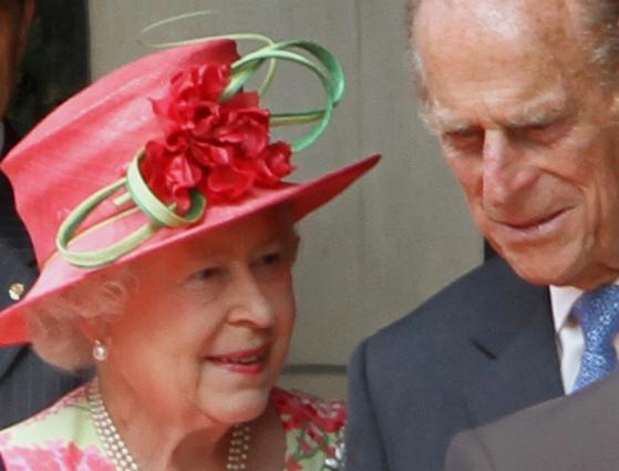Супруг британской королевы попал в больницу