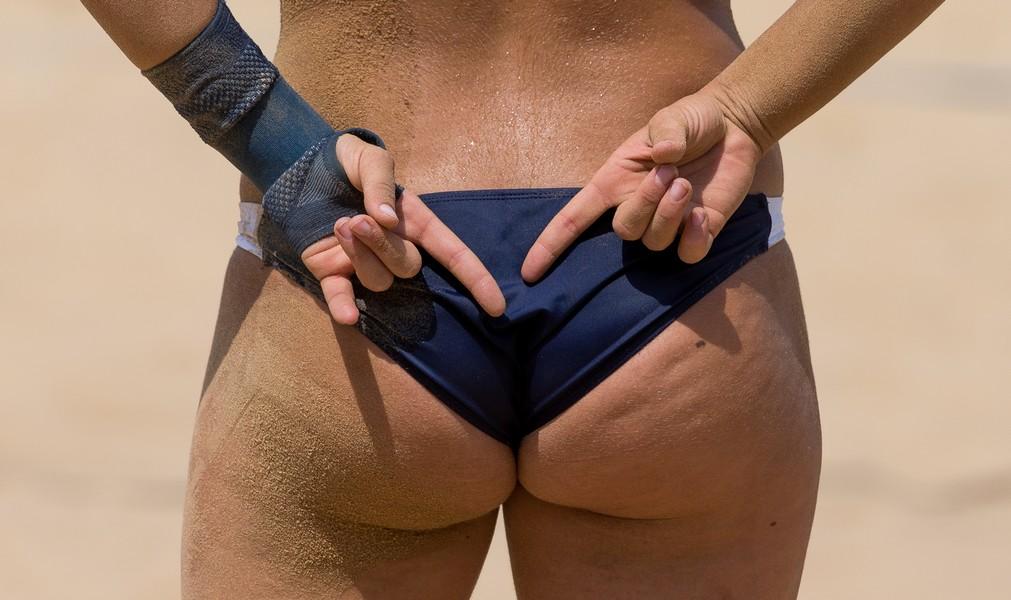 Немецкие пляжные волейболистки отказались играть в Катаре без сексуальных бикини: ФОТО