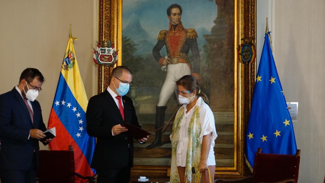 Венесуэла выдворяет из страны посла Евросоюза за введение санкций