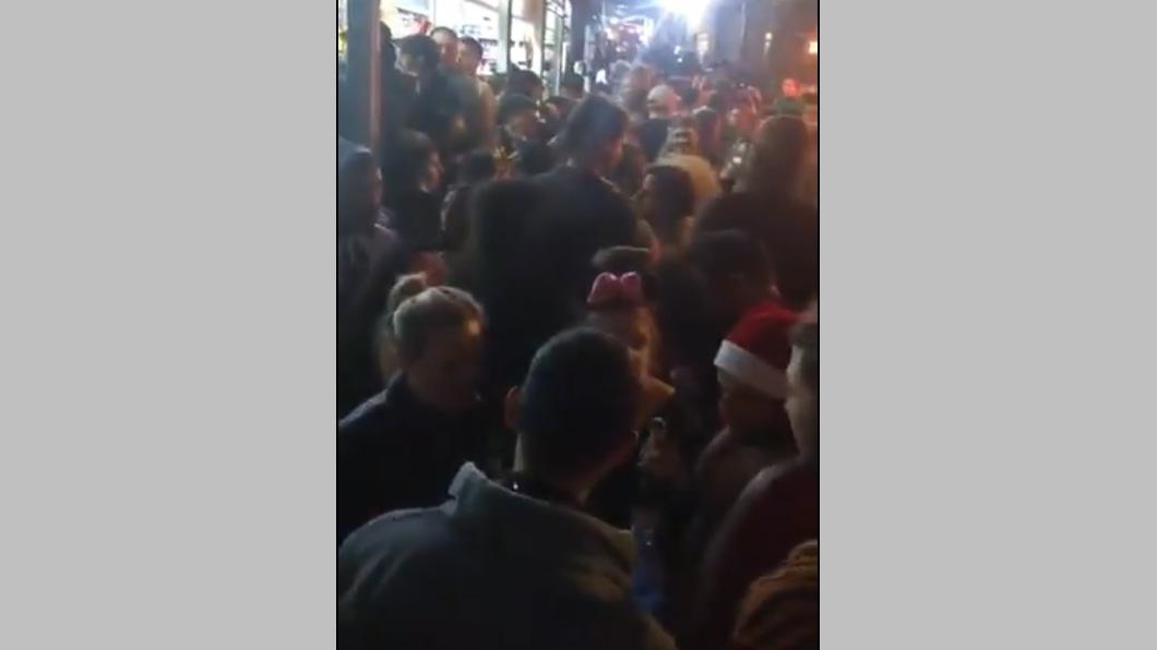 """В преддверии """"запора"""": массовые пуримские гуляния в Тель-Авиве"""