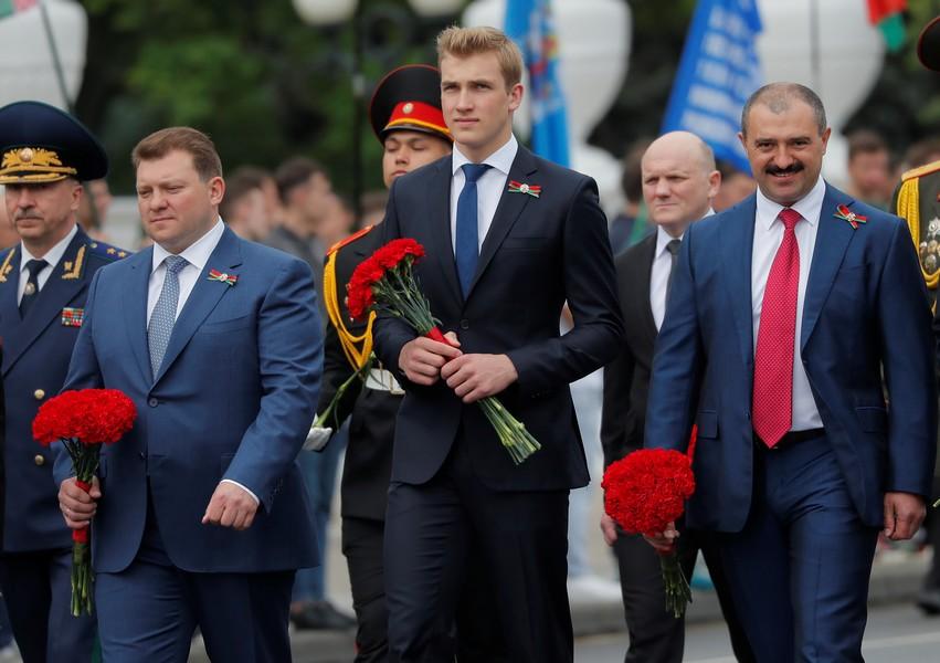 Виктор Лукашенко стал генералом и сменил Александра Лукашенко на посту президента НОК