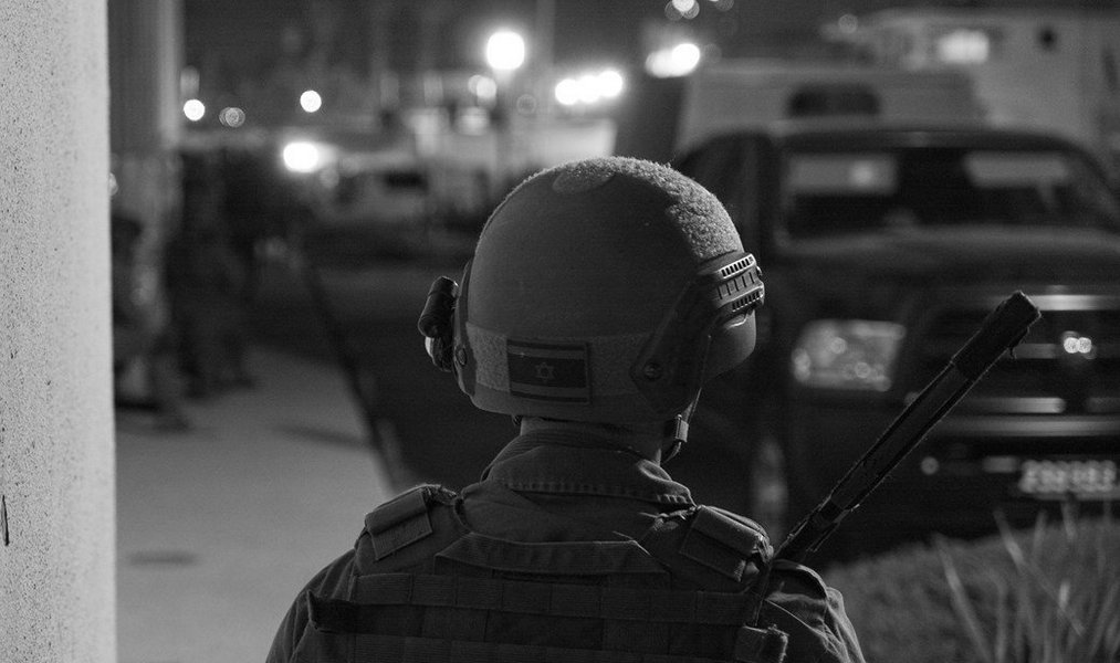Схвачены два араба, отнявших автомат у бойца спецназа