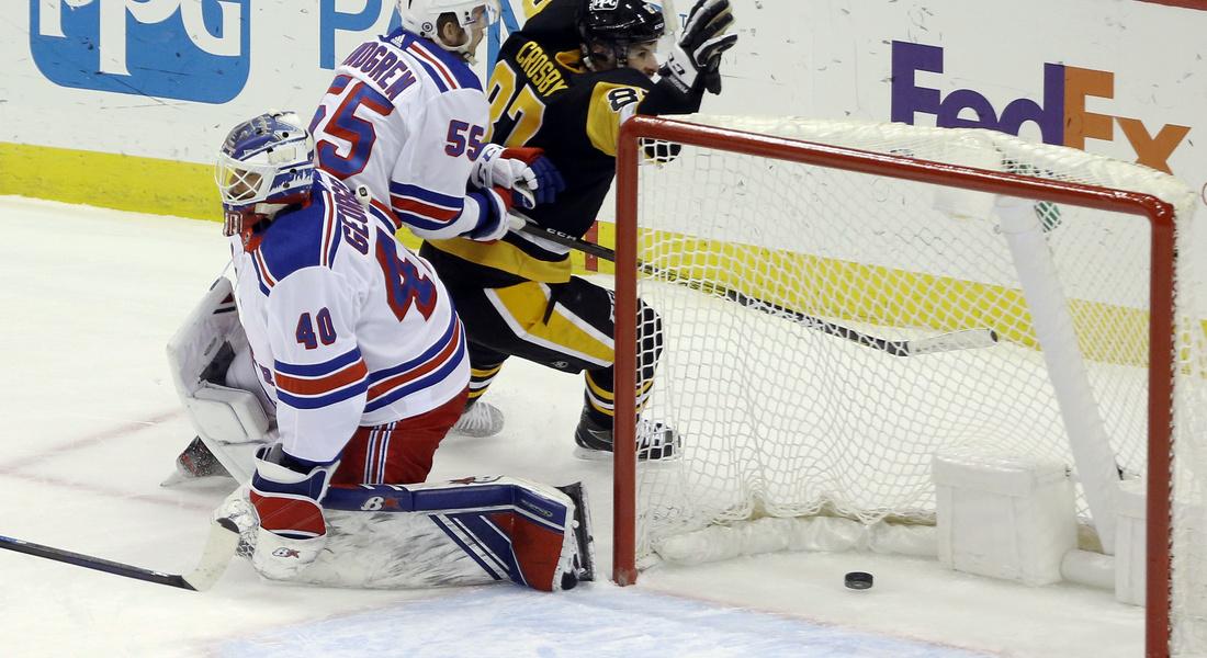 Чемпионат НХЛ: российский голкипер пропустил три гола за минуту