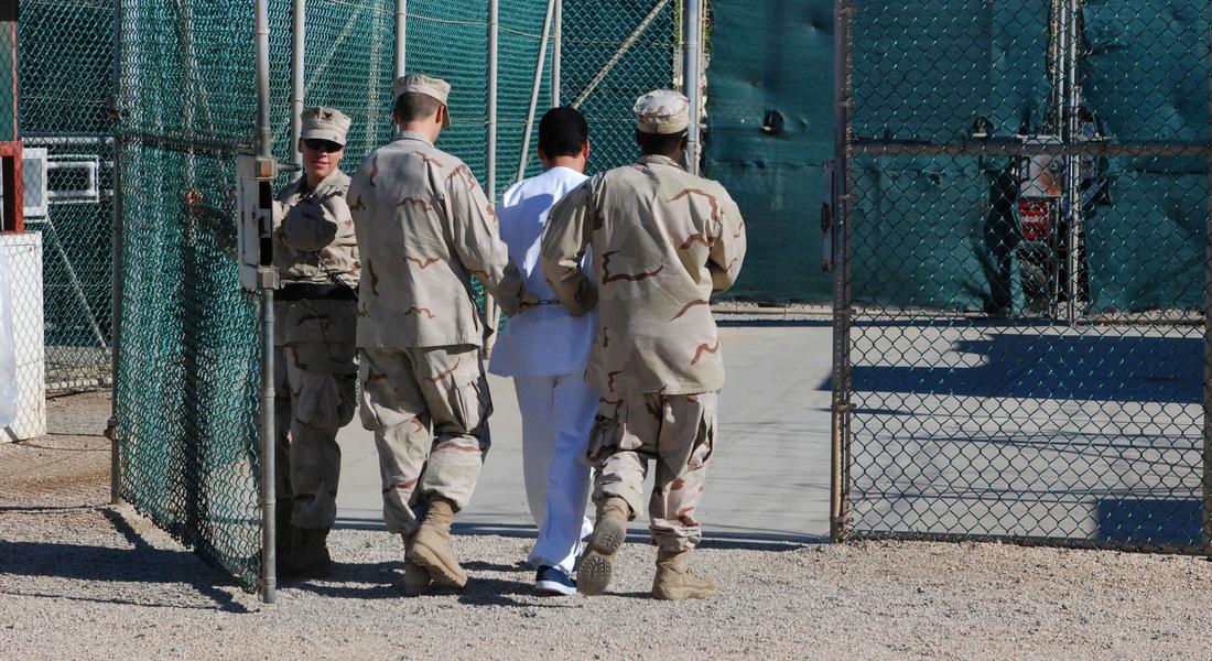 Гуантанамо для мигрантов: Байден расконсервирует центр рядом с печально известной тюрьмой