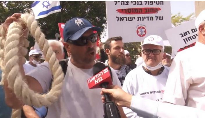 """""""Нас предали"""": инвалиды израильской армии перекрыли главную трассу страны"""
