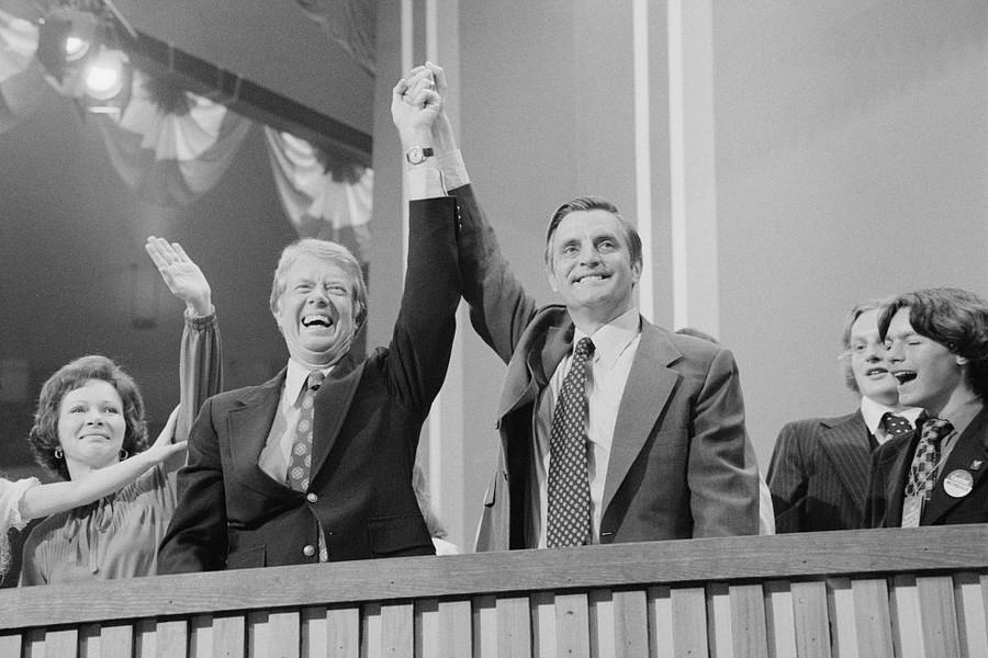 Скончался бывший вице-президент США, проигравший Рейгану с худшим результатом в истории