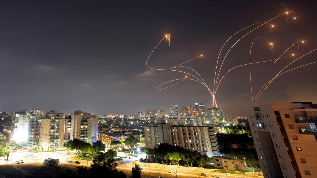 Ракетный ливень из Газы продолжается, к боям с полицией подключились арабы Рамле и Лода