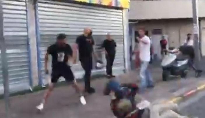 Беспредел продолжается: в Тель-Авиве правыми радикалами избит оператор 11 канала, в Яффо тяжело ранен военнослужащий