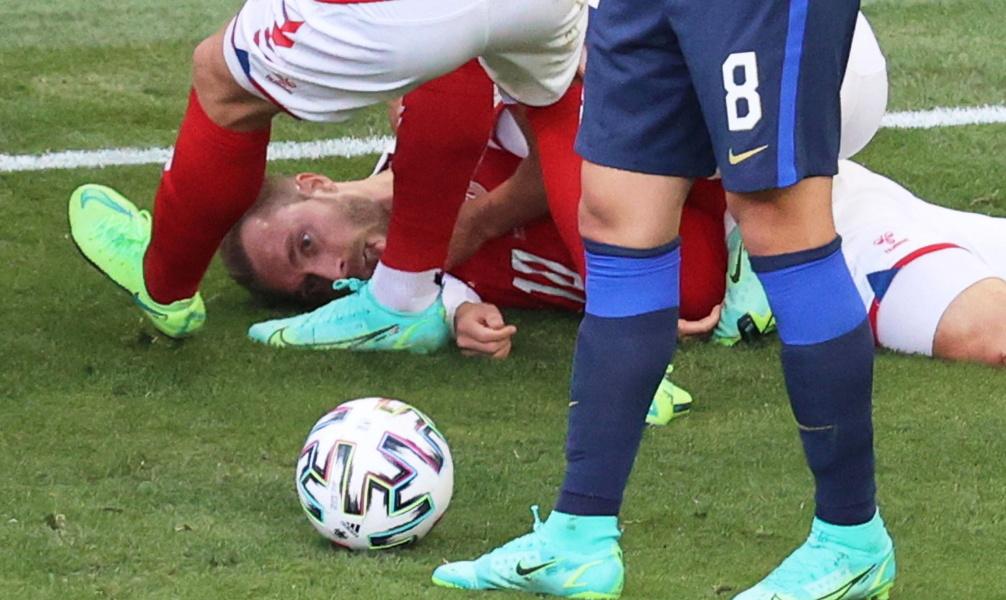 Израильский специалист объяснил, почему внезапно упал датский футболист Эриксен