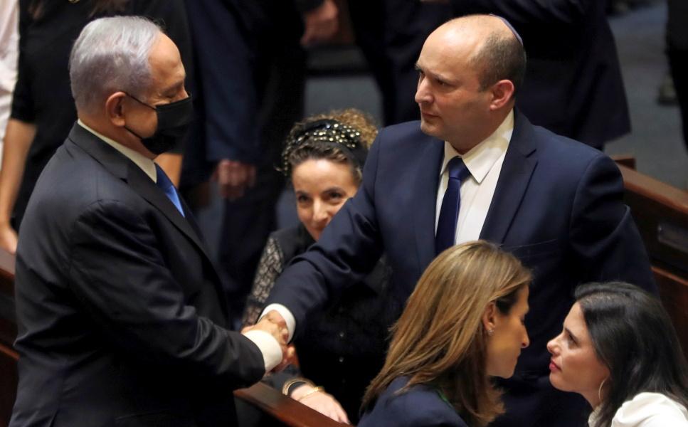 В Израиле новое и шаткое правительство: 60 голосов против 59