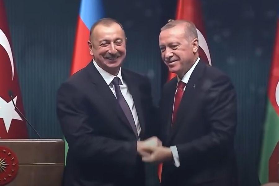 Турция и Азербайджан подписали декларацию о союзнических отношениях