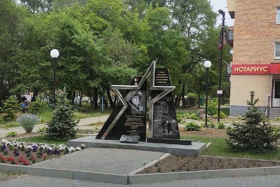 В Приморском крае пьяные школьницы осквернили памятник Героя России, погибшего в Сирии