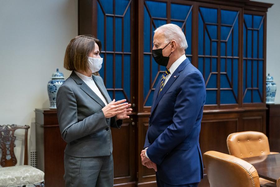 Джо Байден провел теплую встречу со Светланой Тихановской