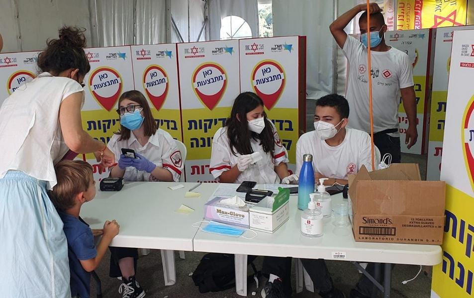 Коронавирус в Израиле: 5921 новый заразившийся за сутки