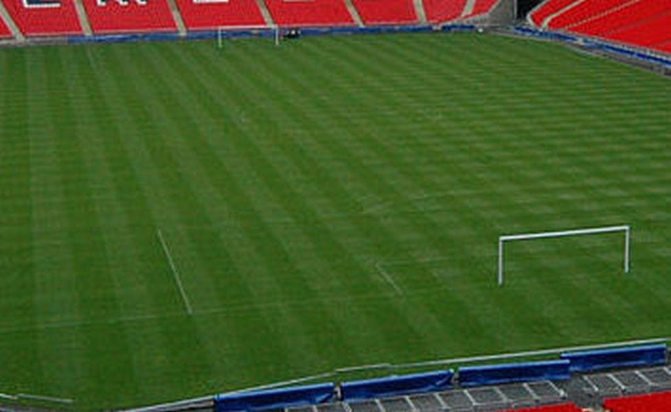 Паника на стадионе: в США школьный футбольный матч прервался стрельбой, есть пострадавшие