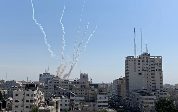 """Армия наносит удары по Газе, в Иерусалиме попытались отменить """"марш флагов"""""""