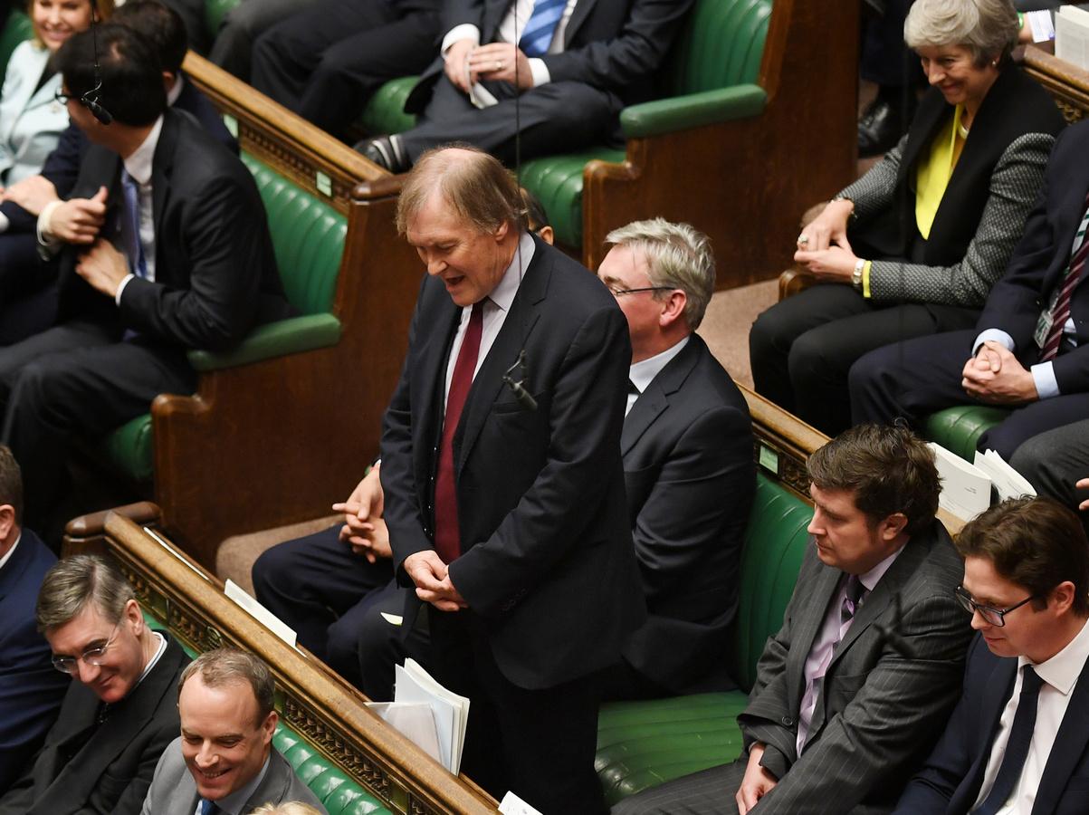 На члена британского парламента напали с ножом на встрече с избирателями, политик скончался на месте