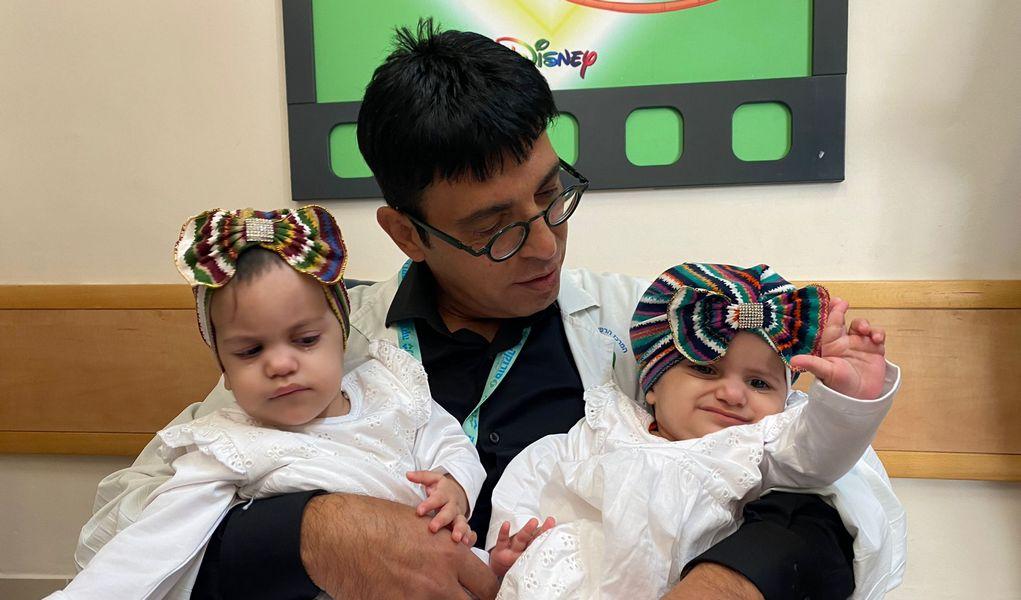 """Чудо израильской медицины: """"разделенных"""" сиамских близнецов выписали из больницы """"Сорока"""""""