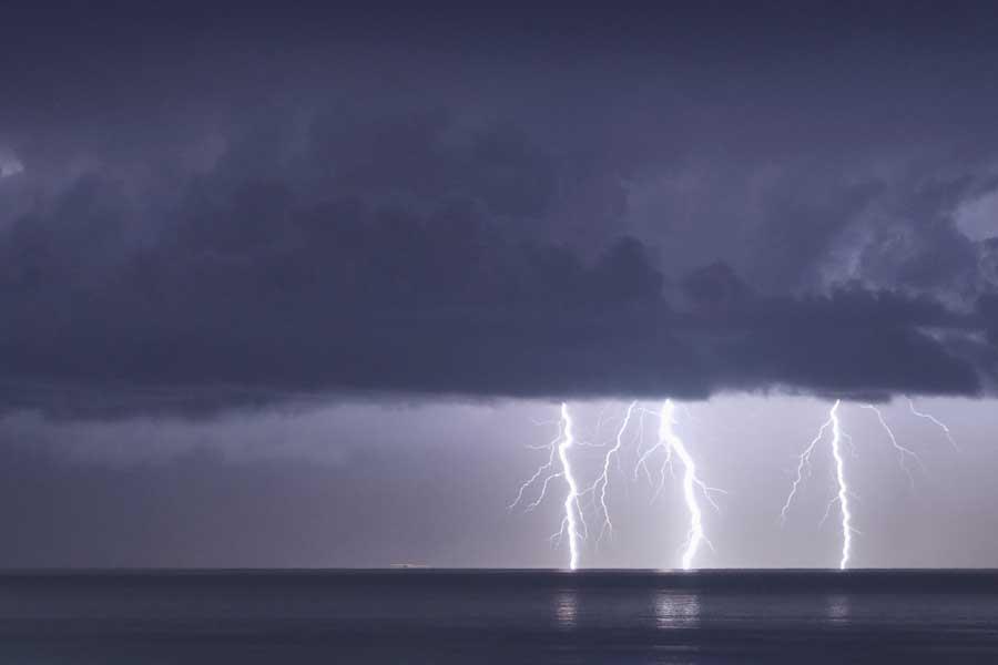 Прогноз погоды: пятиметровые волны, грозы, снег и затопления