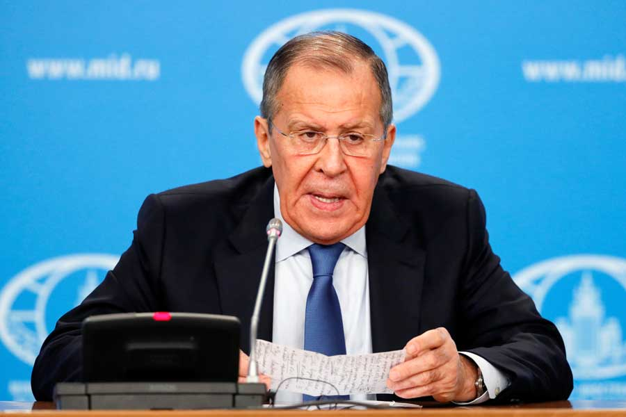 Россия остановила свое представительство в НАТО и пообещала ответить активными мерами, если туда вступит Украина