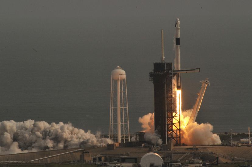 """Компания SpaceX запустила тысячный спутник системы """"Старлинк"""""""