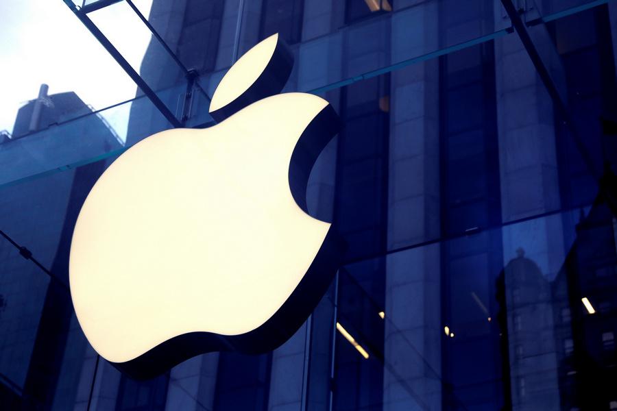 """На """"Эппл"""" посыпались судебные иски: Европа следом за США требует компенсацию за """"устаревание"""" телефонов"""