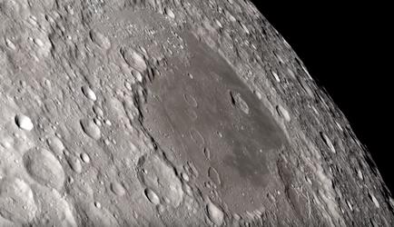 """Китайцы нашли на обратной стороне Луны """"верстовой столб"""""""