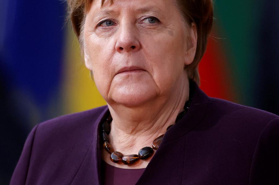 Меркель потребовала от Путина не усугублять ситуацию у границ Украины, Кремль пожаловался на Киев